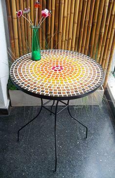 mesa de 60 cm de diametro, 70 cm de altura. Colores y combinaciones varias