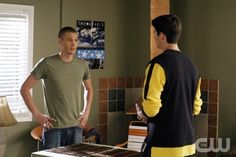"""One Tree Hill """"We Might As Well Be Strangers"""" (Episode #206) Image #OT206-5782 Pictured (l-r): Chad Michael Murray as Lucas Scott, James Lafferty as Nathan Scott Photo Credit: © The WB/Fred Norris"""