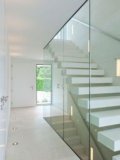 Light and bright hallway, the glass elements contribute to the overall impression . - Light and bright hallway, the glass elements contribute to the overall impression. Bright Hallway, Modern Hallway, Modern Stairs, Wood Railing, Stair Railing, Railing Ideas, Stairway Decorating, Concrete Stairs, Wood Stairs