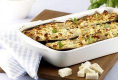 Rezept für Moussaka - mit Auberginen, Kartoffeln, Hack und natürlich Feta. // einfachlecker.de