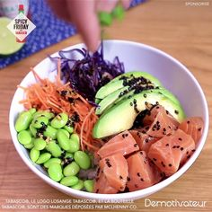 Salmon poke bowl It& spicy friday! - Salmon poke bowl It& spicy friday! Enjoy this delicious poke bowl with salmon - Sushi Recipes, Salmon Recipes, Vegetarian Recipes, Cooking Recipes, Recipes Dinner, Healthy Recipe Videos, Healthy Recipes, Food Videos, Love Food