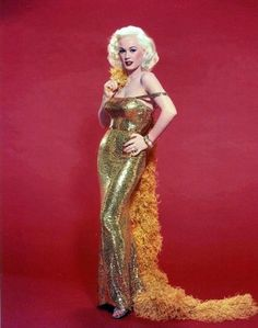 Mamie Van Doren in Color (Retrogasm - Home) Glamour Hollywoodien, Robes Glamour, Old Hollywood Glamour, Vintage Glamour, Vintage Hollywood, Vintage Beauty, Classic Hollywood, Vintage Fashion, Mamie Van Doren
