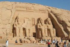 Organizzato #TourEgitto può essere che vanno dal breve al lungo. Nella maggior parte dei casi, è preferibile scegliere un tour in Egitto esteso, in modo che si avrà il tempo di visitare non solo le Piramidi, ma anche di fare una crociera sul Nilo, vedere Luxor, o semplicemente oziare in una sedia a sdraio sul Mar Mediterraneo o una delle belle Mar Rosso Resorts nel Sinai.