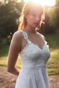 Backless wedding dress- Beach wedding dress - lace wedding dress - bohemian wedding dress from Batel Boutique Lace Beach Wedding Dress, Bohemian Wedding Dresses, Backless Wedding, Dress Beach, Lace Wedding, Marie, Feminine, Plus Belle, Lace