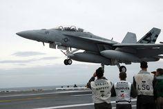 Американский палубный истребитель-бомбардировщик и штурмовик F/A-18C Hornet