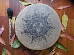 This is my mother´s shaman drum. She asked me to draw a mandala on the drum, but I'm not done yet. I don´t know how to finish! Wiccan, Magick, Pagan, Drum Drawing, Drum Lessons For Kids, Drum Craft, Drums Art, Drum Heads, Book Of Shadows