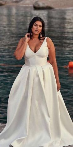 Stunning! Plus Wedding Dresses, How To Dress For A Wedding, Evening Dresses For Weddings, Plus Size Wedding, Wedding Dress Styles, Wedding Gowns, Wedding Outfits, Bridal Gowns, Wedding Venues