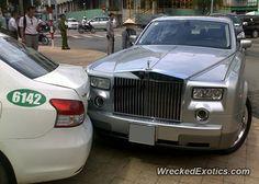 Rolls-Royce Phantom crashed in Ho Chi Minh, Vietnam