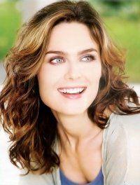Emily Deschanel-Dr.B (BONES)