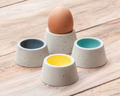 Diese bunten Eierbecher aus Beton sorgen schon morgens für gute Laune am Frühstückstisch / colourful eggcups made out of concrete - made by Wood u? via DaWanda.com