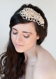 Beautiful floral-inspired wedding accessories from Tiararama | Flowerona