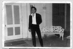 Description: Never before published photo of Elvis at Graceland