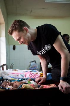 """the baby is me. the baby is like """"OH GOD . THAT IS TOM HIDDLESTON. THAT IS AN ATTRACTIVE MAN."""""""