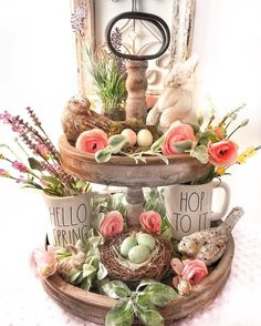DIY Easter Decorations ideas which are happy and hopeful - Hike n Dip DIY Easter Decorations ideas are amazing. Get best Easter decor ideas & easy Easter decorating tips here, including Easter decorations for home & Easter DIY Spring Home Decor, Diy Home Decor, Plateau Style, Diy Osterschmuck, Seasonal Decor, Holiday Decor, Tray Styling, Diy Easter Decorations, Tiered Stand