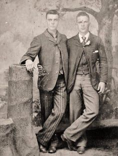 vintage everyday: LGBT Couples – Adorable Vintage Photos of Gay Lovers in the Victorian Era Looks Vintage, Vintage Love, Vintage Men, Retro Men, Lgbt History, Lgbt Couples, Photo Vintage, Gay Couple, Man In Love
