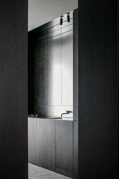 Kitchen - Residence in Belgium by element architecten Dining Room Design, Bathroom Interior, Interior Design Living Room, Boffi, Cocinas Kitchen, Dark Interiors, Metal Furniture, Furniture Logo, Kitchens