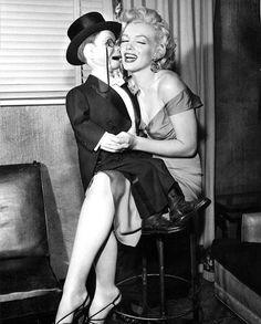 Marilyn Monroe with Charlie McCarthy on the Edgar Bergen Show, October 1952 Style Marilyn Monroe, Marilyn Monroe Outfits, Marilyn Monroe Photos, Vintage Hollywood, Classic Hollywood, Divas, Charlie Mccarthy, Cinema Tv, Gentlemen Prefer Blondes