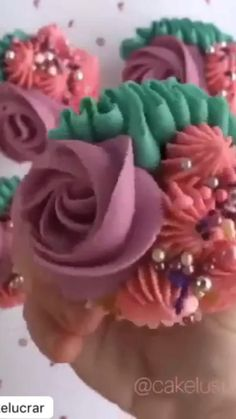 These cake decorating tips are petal tips made of fine stainless steel,because of this ,they are durable and of high quality. Use these petal tips you Cupcakes Design, Floral Cupcakes, Cake Designs, Hydrangea Cupcakes, Cupcake Flower, Fancy Cupcakes, Pretty Cupcakes, Flower Cakes, Floral Cake