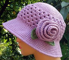 Free Crochet Cloche Hat Pattern with Flower - Bing images Crochet Adult Hat, Crochet Summer Hats, Bonnet Crochet, Mode Crochet, Crochet Cap, Crochet Girls, Crochet Beanie, Crochet Scarves, Diy Crochet