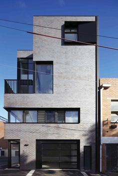 Responding to the site in a bold architectural manner, the design of these four new modern townhouses in Melbourne's inner suburb, North Melbourne, stemmed from . Facade Design, Exterior Design, House Design, Brick Architecture, Interior Architecture, Building Design, Building A House, Modern Architectural Styles, Casa Loft