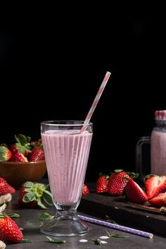 Batido de fresa #strawberry #milk http://www.dulcespostres.com/receta-de-batido-de-fresa/