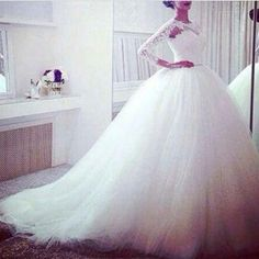 Ballgown with lace sleeves
