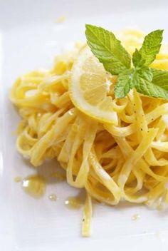 瑞々しい爽やかな風味が美味しいレモンパスタ。あたたかくなって、フレッシュなレモンパスタが恋しい季節になってきました。お店でしか食べないという人にも知ってほしいレモンパスタのレシピは、実は意外にも簡単なものが多いんですよ!レモンパスタは、クリームとレモンだけで作るシンプルレシピも美味しいですし、お魚やお肉、お野菜などいろ