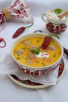 Savanyú leves kolbászgombócokkal - Ciorbă cu perișoare de cârnați My Favorite Food, Favorite Recipes, My Favorite Things, Cheeseburger Chowder, Pesto, Oreo, Soup, Soups, Chowder