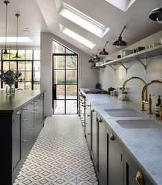 48 Inspiring Mid Century Kitchen Remodel Ideas Home decorating is easier than you may think and the kitchen is the most popular room to start with. Floor Design, Home Design, Design Ideas, Interior Design, Kitchen Interior, New Kitchen, Glass Kitchen, Design Kitchen, Orangerie Extension