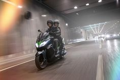 Ya está aquí el scooter de Kawasaki, el nuevo J300, y…