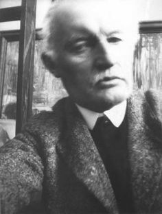 Edvard Munch self portrait...he's one of us: new camera = self portraits! The first facebook generation who nobody noticed ;)