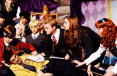 Why is Darren wearing a hufflepuff jacket? And Jaime got a new wig...