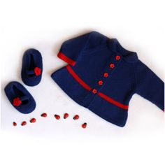 Handknitted baby girl sweater in baby merino wool. Looks wonderful with matching shoes.  The outfit is knitted with care and love.    Size : newborn