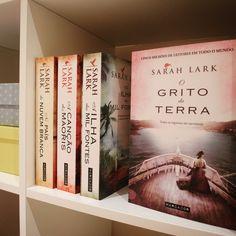 O Grito da Terra é o novo livro de Sarah Lark, autora de No País da Nuvem Branca e A Canção dos Maoris.  A infância de Gloria acaba abruptamente...