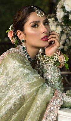 Pakistani Wedding Outfits, Pakistani Bridal Dresses, Bridal Pictures, Bridal Pics, Prettiest Actresses, Stylish Dresses For Girls, Pakistani Actress, Girl Photo Poses, Bride Look
