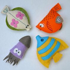Felt fish patterns - cute for cat toys Felt Crafts, Fabric Crafts, Sewing Crafts, Sewing Projects, Crafts For Kids, Fish Template, Felt Fish, Crochet Video, Felt Mobile