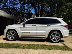 Overland with 22 inch wheels 2005 Jeep Cherokee, Grand Cherokee 2011, Suv Trucks, Lifted Chevy Trucks, My Dream Car, Dream Cars, Srt8 Jeep, Jeep Wk, Jeep Scout