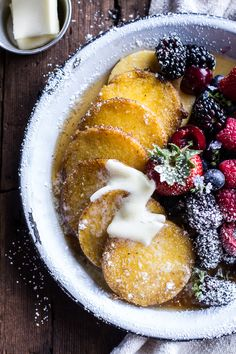17 Delicious Vegetarian Dinners You Can Make with a Tube of Polenta: Polenta Pancakes with Summer Berries Breakfast Desayunos, Breakfast Recipes, Polenta Recipes, Polenta Cakes, Nutella Recipes, Sweet Butter, Tasty, Yummy Food, Yummy Eats