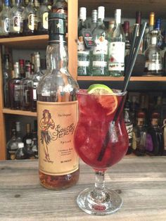 A ridiculously easy serve to quench our thirsts in the summer sun? Ladies and Gentlemen, we give you Sailor Jerry's South Seas cocktail Easy Alcoholic Punch Recipes, Rum Recipes, Alcohol Drink Recipes, Alcoholic Drinks, Cocktails, Cocktail Drinks, Summer Recipes, Refreshing Drinks, Fun Drinks