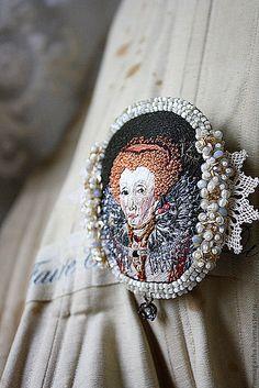 Купить Брошь В13034 - брошь, портрет, королева, англия, вышивка ручная, авторская работа
