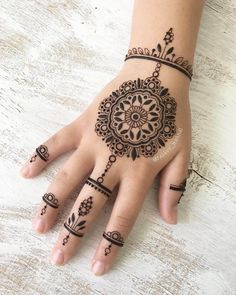 Latest mehndi design for hands by @rabbyy_mehndi
