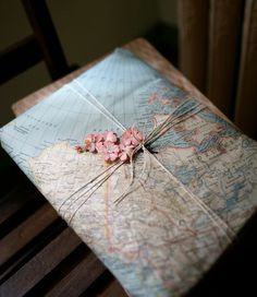DIY gift Wrapping Ideas: Homemade & Eco-Friendly Any time or Christmas holiday Gift Wrap. this idea uses map theme - also would be a good theme for other DIY paper craft ideas. Wrapping Ideas, Map Wrapping Paper, Present Wrapping, Creative Gift Wrapping, Creative Gifts, Creative Ideas, Pretty Packaging, Gift Packaging, Packaging Ideas