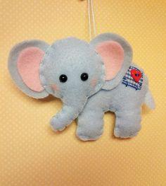 Ornamento de la Navidad de elefante por BeckyLynnCreations en Etsy