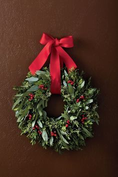This aromatic boxwood wreath makes a great Christmas decoration. - This aromatic boxwood wreath makes a great Christmas decoration. Decorations Christmas, Elegant Christmas Decor, Christmas Wreaths For Front Door, Holiday Wreaths, Beautiful Christmas, Winter Wreaths, Spring Wreaths, Summer Wreath, Holiday Decor