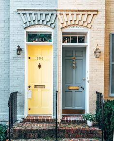 Sun and shadow 🌗 Enjoy your weekend! Gray Front Door Colors, Brownstone Homes, Townhouse, Popular Color Schemes, Crazy Houses, Old Town Alexandria, Celebrity Houses, House Front, Houses