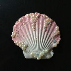 Mini Dusty Rose Seashell Hair Clip₪157,23