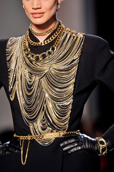 Jean Paul Gaultier Couture Fall 2013. To me the layers of lacy accessories appear to come from an indian culture hence pinning the masterpiece of Gaultier to Indo Sapiens.