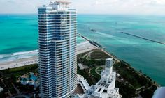 Murano Grande is located on the southwestern-most edge of Miami Beach facing the Biscayne Bay to the west and Atlantic Ocean to the East. The Murano shares the main drive-way ramp with neighboring condo ICON at South Beach.