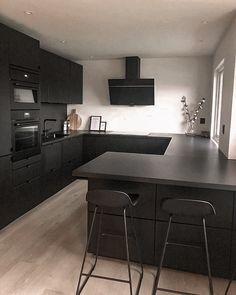 Home Decor Kitchen, Kitchen Interior, Black Kitchens, Home Kitchens, Home Design Decor, House Design, Black Interior Design, Cuisines Design, Modern Kitchen Design
