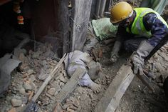 Live: Death toll in Nepal earthquake crosses 1000, rescue ...